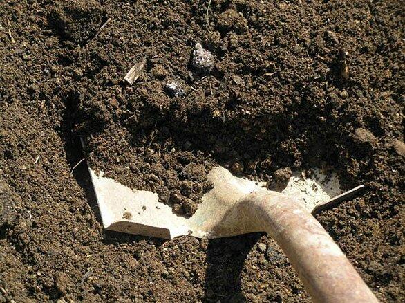 Снятие верхнего слоя грунта