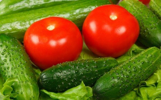Здоровые томаты и огурцы