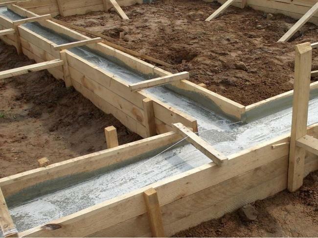 Опалубка с залитым бетоном
